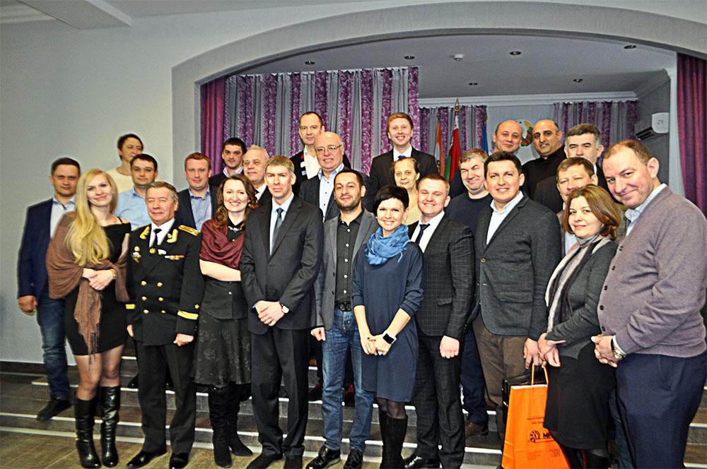 Общая фотография участников дилерского совещания